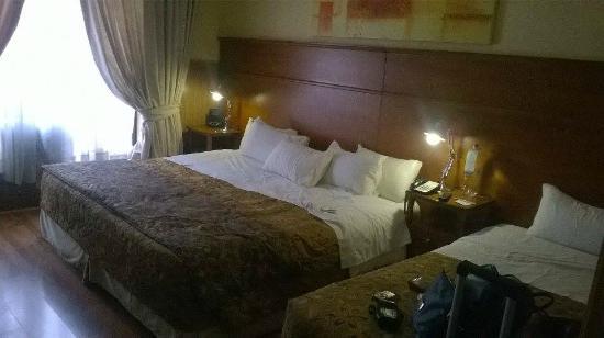 Hotel Panamericano: Quarto - A cama dá pra 5 adultos