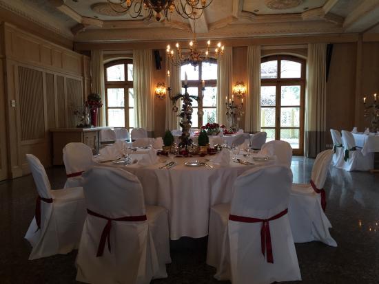 Bauer Hotel & Gasthof: Festlich gedeckter Saal (Weihnachten)