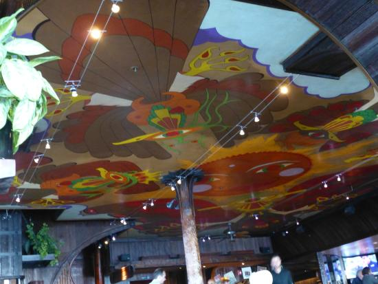 Trident Restaurant: Psychedelic painted ceiling