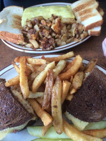 Grandma's Kitchen: Reuben with home made fries! Must try