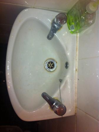 Apples Inn: lavabo de una habitación