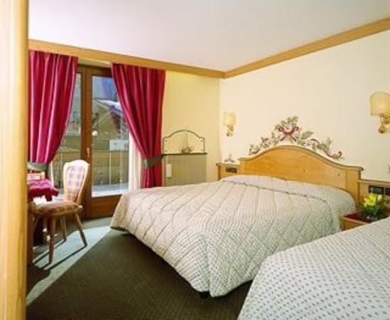 Hotel Garni La Montanara: Camera matrimoniale con terzo letto