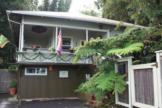 Hilo Bay Hale Bed & Breakfast: Von aussen