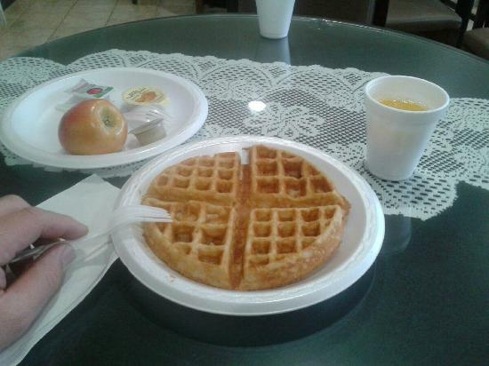 Days Inn San Marcos: Made my own waffles.