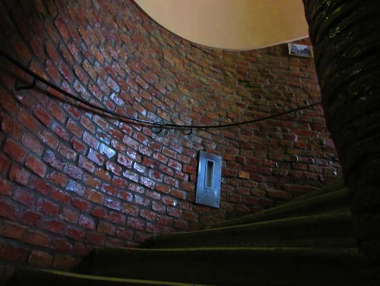 Do Step Inn: Escaleras hacia la habitación