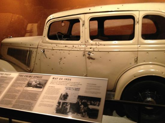 bonnie clyde car picture of national museum of crime. Black Bedroom Furniture Sets. Home Design Ideas