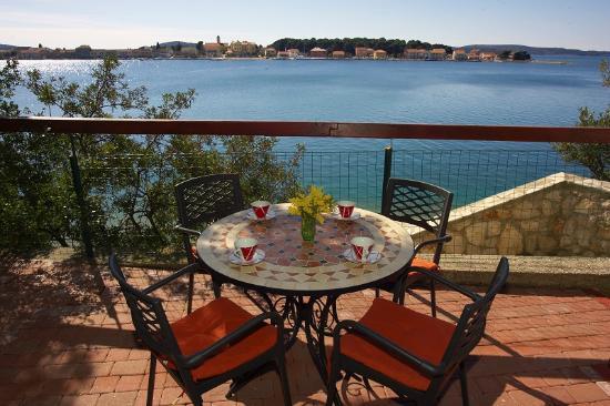 Hotel Zlatna Ribica: Sea view patio