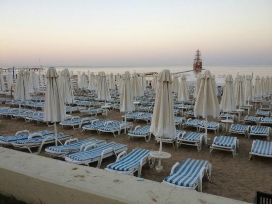 Larissa Beach Club: Пляж