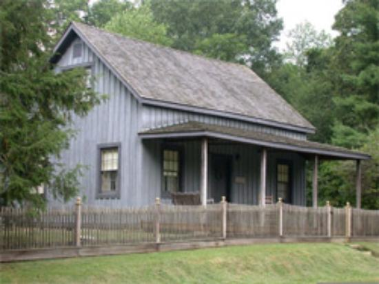 1880 Newbury House at Historic Rugby: Pioneer Cottage - Exterior