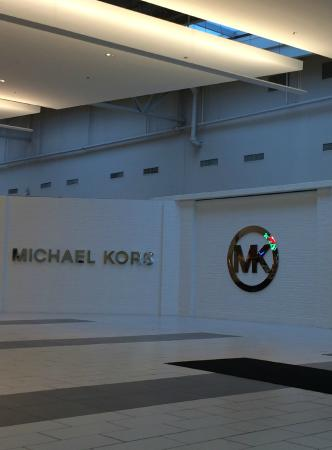 The Outlet Collection - Jersey Gardens: Michael Kors