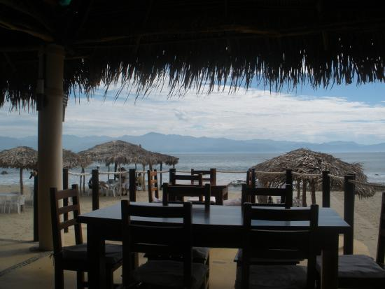 Restaurant Bar Las 3 Palapas : Looking out on the bay