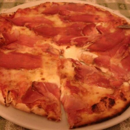 Pizzeria Dal Ciaccia : crudo e stracchino da asporto...squisita!!!