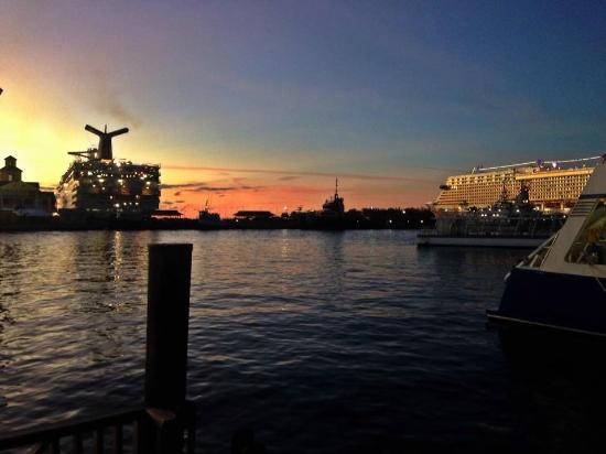 Sur Club Sushi Bar : Downtown Nassau's most picturesque view! Join us for dinner & cocktails!