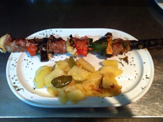 Imagenes De Baño Frio:Brocheta de Ternera al horno de Leña: fotografía de Meson Bano Frio