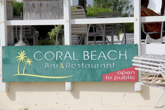 Coral Reef Beach Bar: Stop in for a meal!