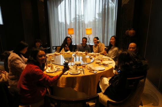Millennium Hotel Chengdu: the manager arranged an free Panda tour for us and treat us for dinner!
