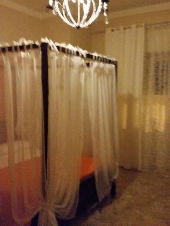Al Teatro: la camera con letto a baldacchino