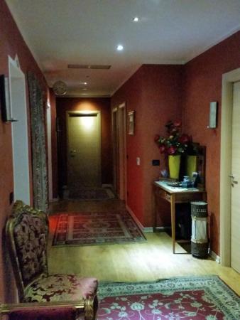 Al Teatro: il corridoio che immette nelle stanze