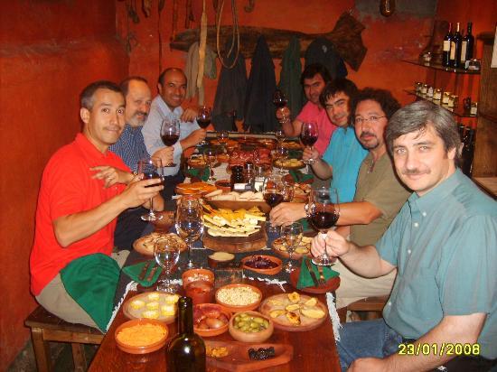 Cava de Cano: Cena de Negocios en Cavas de Cano