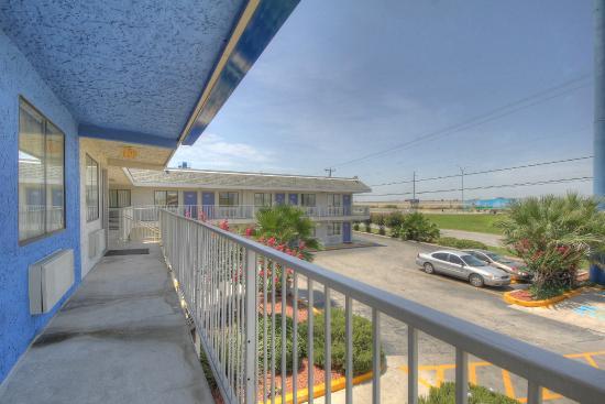 Motel 6 San Antonio - Ft. Sam Houston: Exterior