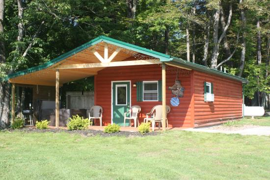 Forest Ridge Campground & Cabins: Rocky Mountain Cabin - Sleeps 4 - PET FRIENDLY!