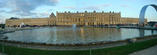 Novotel Château de Versailles : Le château de Versailles, non loin du Novotel....