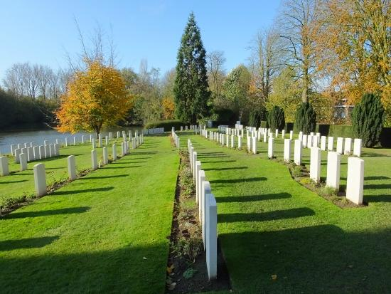 Ramparts Cemetery: Peaceful..!