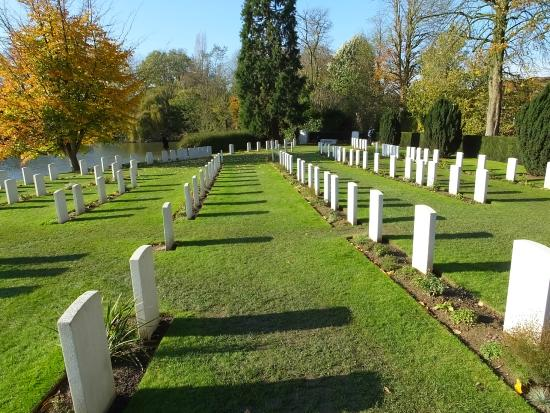 Ramparts Cemetery: Well Maintained..!