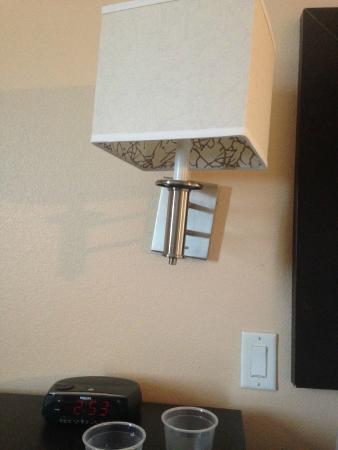 La Quinta Inn & Suites San Antonio Medical Center: Crooked fixtures