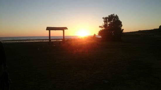 Opunake Beach Holiday Park: Sunset - Opunake Beach