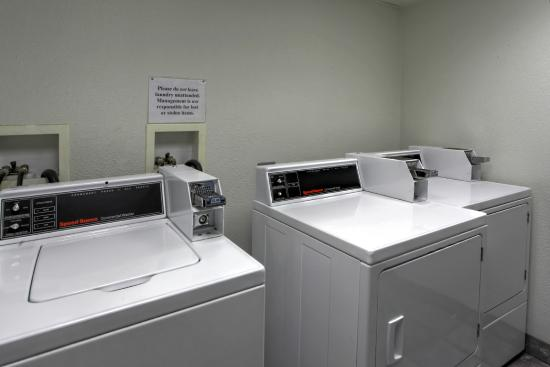 Motel 6 Spokane East: Laundry