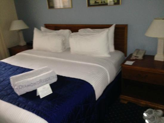 Varsity Clubs of America: Bedroom in suite - also has kitchen and sitting area with additional TV