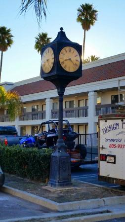 Best Western Plus Big America : Mysterious clock whose face did not show at night.