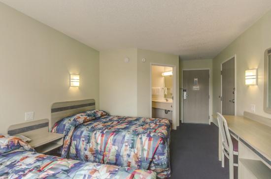 Motel 6 Charlotte Carowinds: Guest Room
