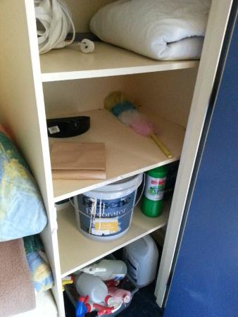 Anglesea Motel & Conference Centre: Storage cupboard contents