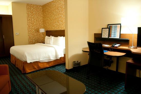 Fairfield Inn & Suites Oklahoma City Yukon : Room 200 Looking from Living Room into Bedroom