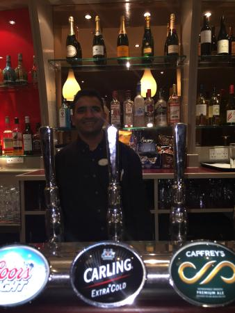 West Drayton, UK: Inacio [Bar Tender]