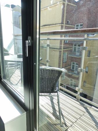 Fabian Hotel: Balcony, Room 510