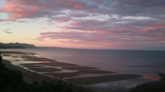 Golden Bay Lodge & Garden: sunset