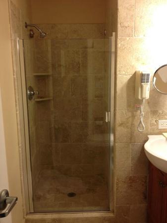 Tamarind Reef Resort, Spa & Marina: shower