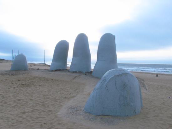 Punta del Este Shelton Hotel: O famoso monumento fica pertinho do hotel