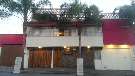 Casa Tlaquepaque Hotel-Galeria: Front/Frente