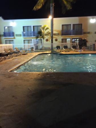 Howard Johnson Hotel Ponce PR: Pool area