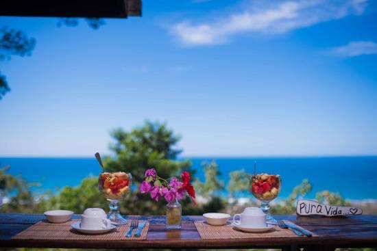 Gumbo Limbo Villas: Breakfast with the best view in Santa Teresa