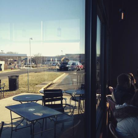 Leesburg, VA: vista do estacionamento. amplo