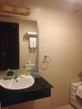Silverland Sil Hotel & Spa : Bathroom