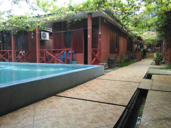 Pangkor Inn Chalet: Calm under the grape garden