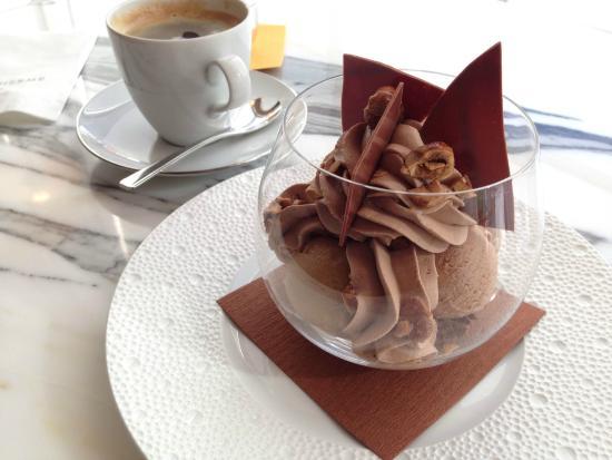 Pierre Herme Paris: ヘーゼルナッツ風味のチョコレート