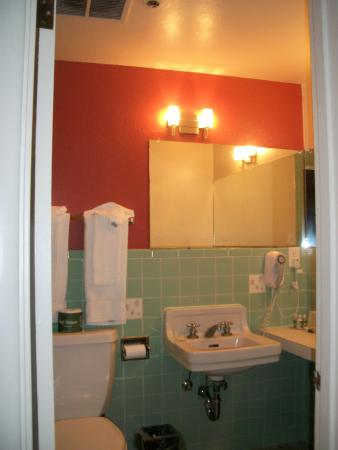 Golden Gate Hotel & Casino: bathroom