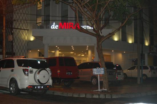 DeMira Hotel: entrance